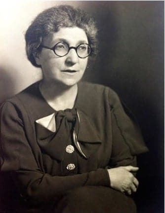 A black and white photo of Protozoologist and Bacteriologist Muriel Robertson